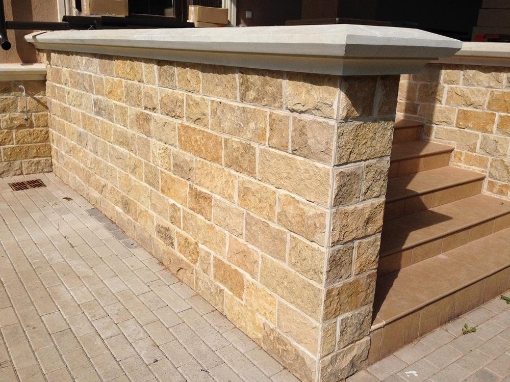 Виды природного камня для облицовки зданий
