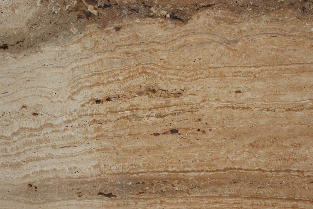 Стены из травертина